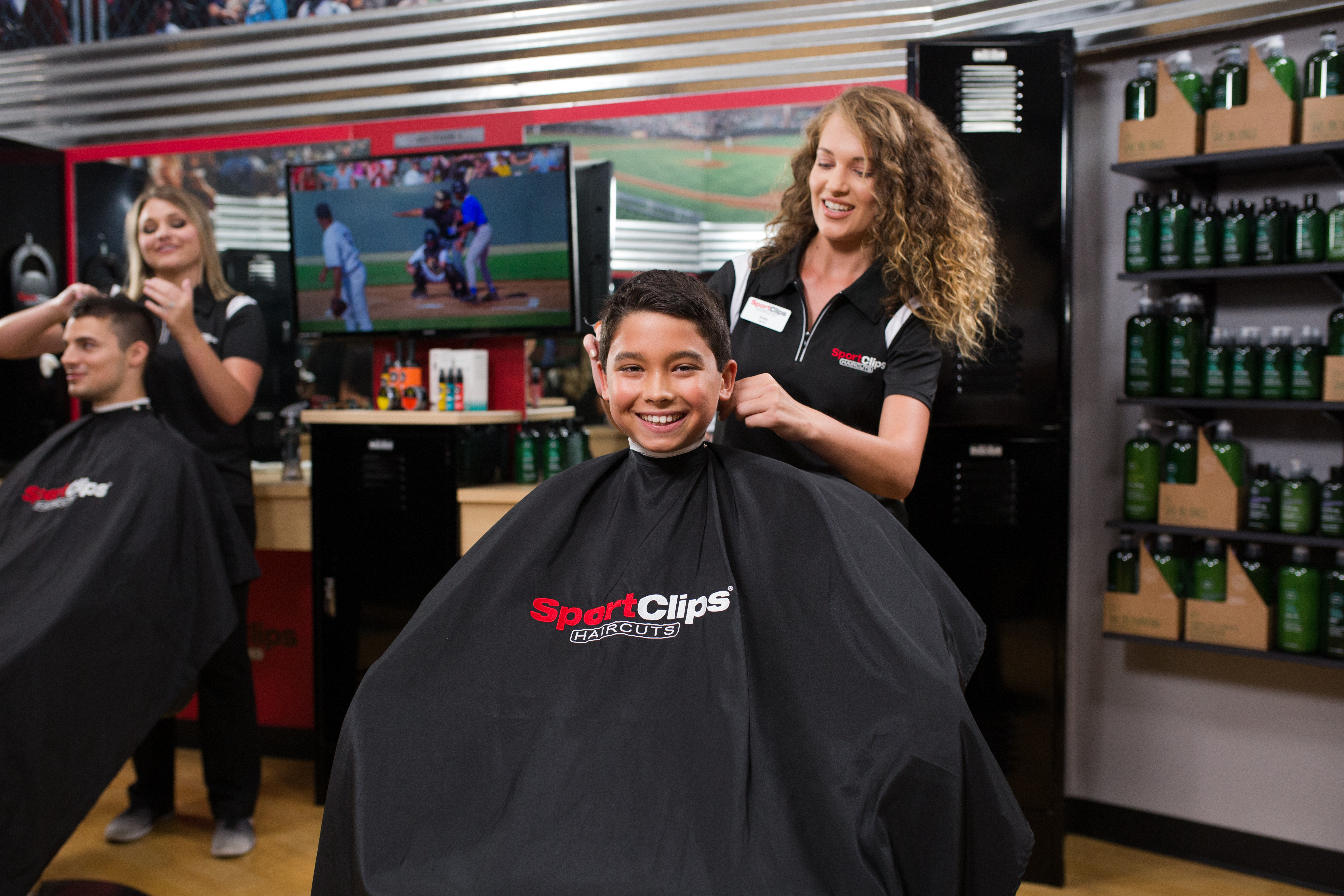 Boy clien receiving a Sport Clips haircut